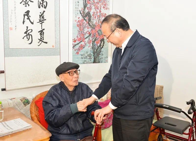 安庆市委书记张祥安看望老同志康兆郁