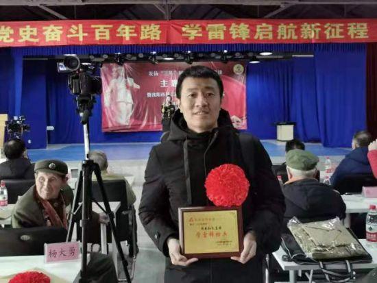 """沈阳晚报首席记者王立军被评为""""学雷锋标兵"""""""