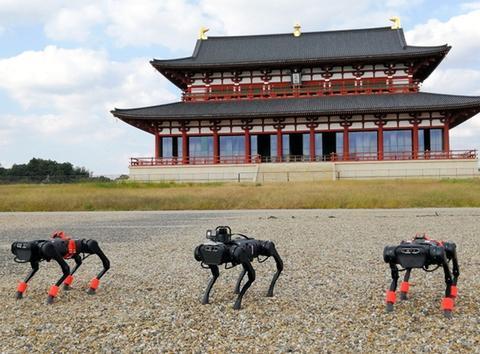 日本利用四脚机器人进行公园巡查实证试验 AI技术可自我学习