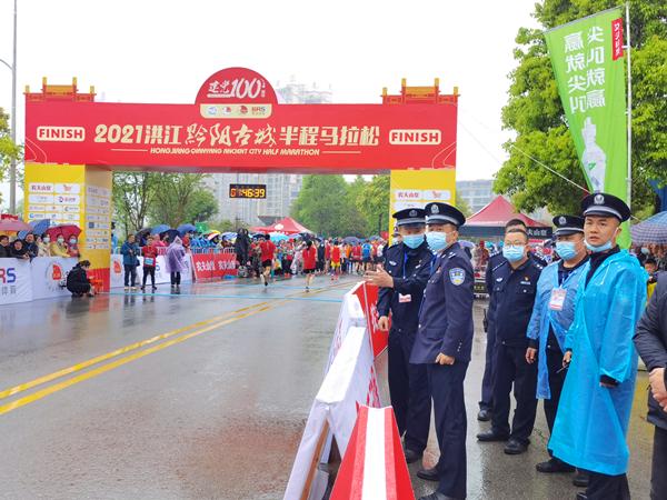 你们一路奔跑,我们为你守护——洪江市公安局圆满完成2021洪江市黔阳古城半程马拉松安保工作
