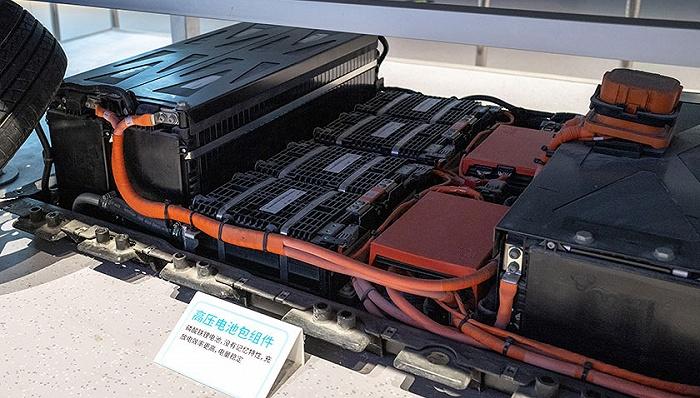 """20万吨退役电池,大量流入""""黑市""""——新能源汽车电池回收乱象调查"""