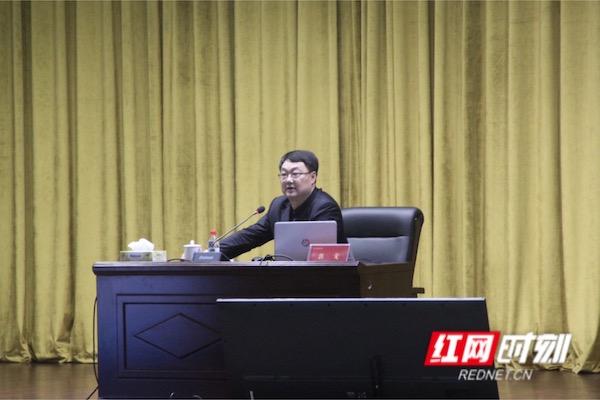 大学生如何做研究,人民教育出版社总编辑郭戈开讲