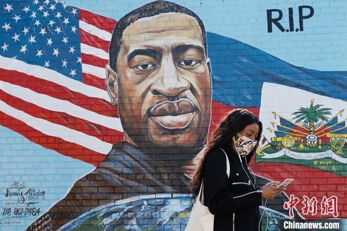 美警察跪压弗洛伊德致死案:被告拒绝为自己辩护