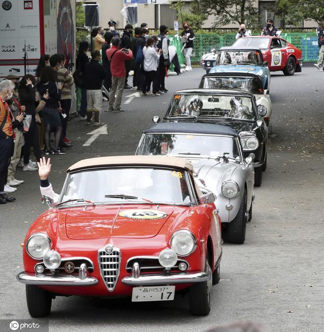 日本名古屋举行老爷车拉力赛