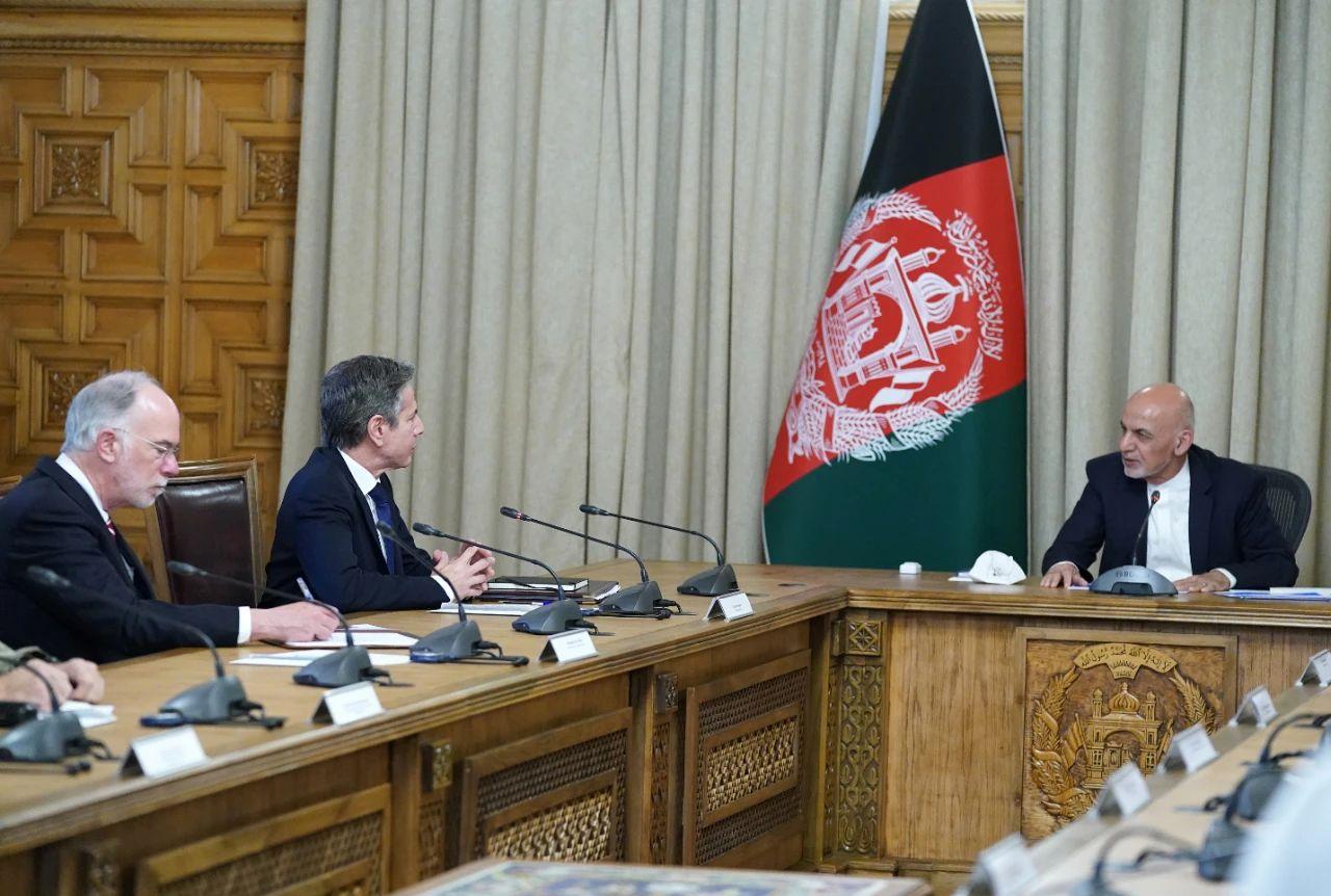 当地时间4月15日,美国国务卿布林肯突访阿富汗,与阿富汗总统加尼举行会晤。/IC Photo