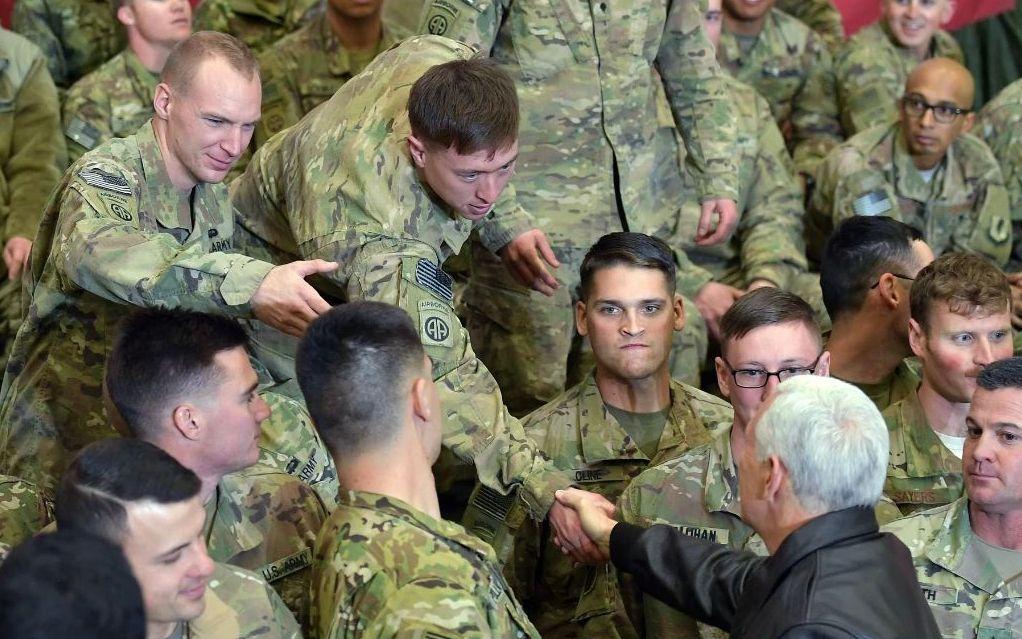 当地时间2017年12月21日,美国副总统彭斯突访阿富汗,慰问驻阿富汗美军。/IC Photo