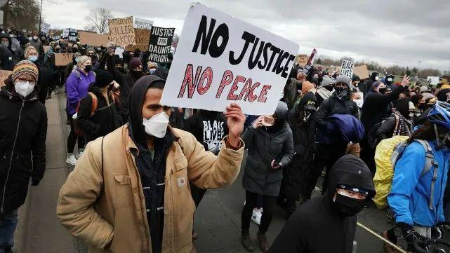 抗议警方杀害丹特•莱特的民众(图源:外媒)