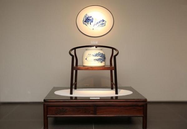 青花瓷与当代明式家具相结合,用艺术展诠释生活艺术之美