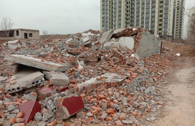 当初的案发现场,拆迁后如今成了一片废墟。由受访者提供