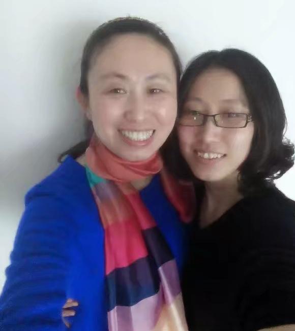 江歌生前与母亲江秋莲的旧照。 江秋莲供图