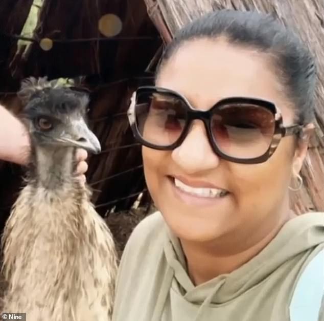 澳大利亚一名女子跟鸸鹋合影被吃掉价值277美元的蒂芙尼耳环