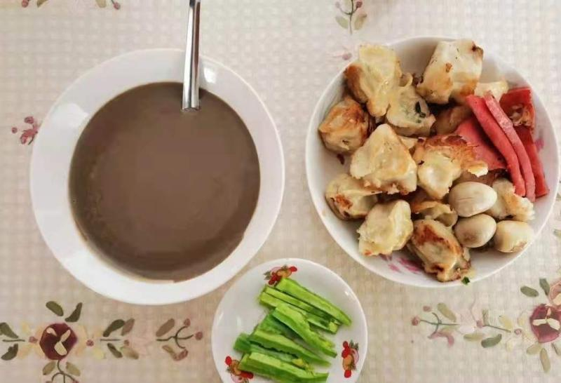 """江秋莲难得有精力在家做的一顿早饭,她写道:""""做多了,做了我和歌儿两个人的量。"""" 江秋莲供图"""