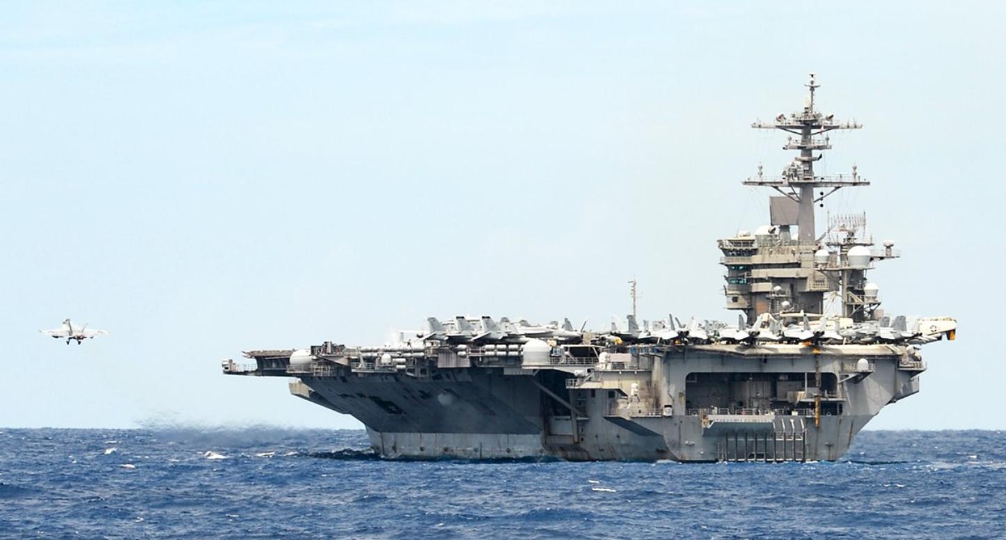 """美军""""罗斯福""""号航母4月份在南海 图源:美国海军"""