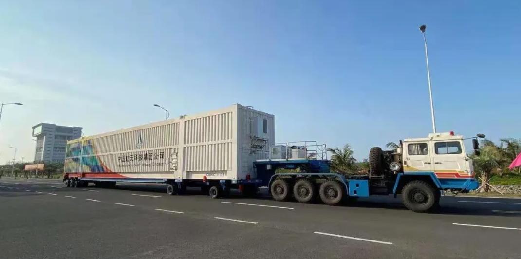 长征五号B遥二运载火箭运抵文昌 图自中国载人航天工程办公室