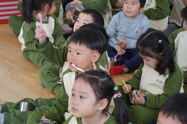 中国牙病防治基金会携手北京市大地实验幼儿园开展儿童龋齿预防讲座