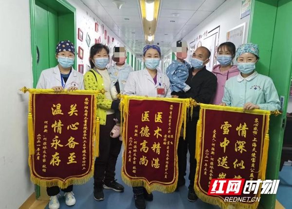 视频丨龙凤胎兄妹严重烧伤  这名医务社工的善行温暖人心