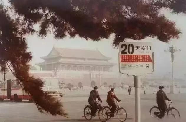 上世纪八九十年代的公交站牌