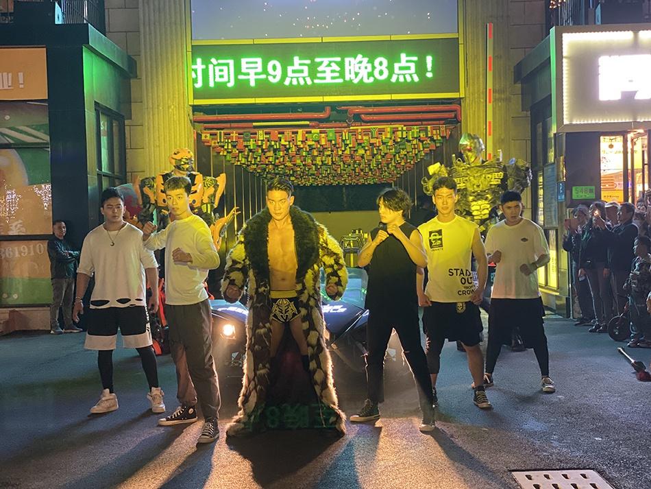 """格斗巡游、街头搏击、摔角男团,这个夜市将现""""五五购物节"""""""