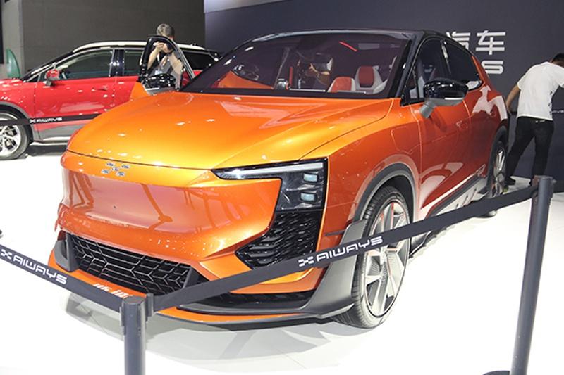 爱驰U6谍照曝光 新车定位跨界轿跑SUV