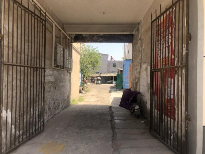▲杜振明和老伴在这个院子里住了近20年,街坊们对两口子评价颇高。新京报记者 杜寒三 摄