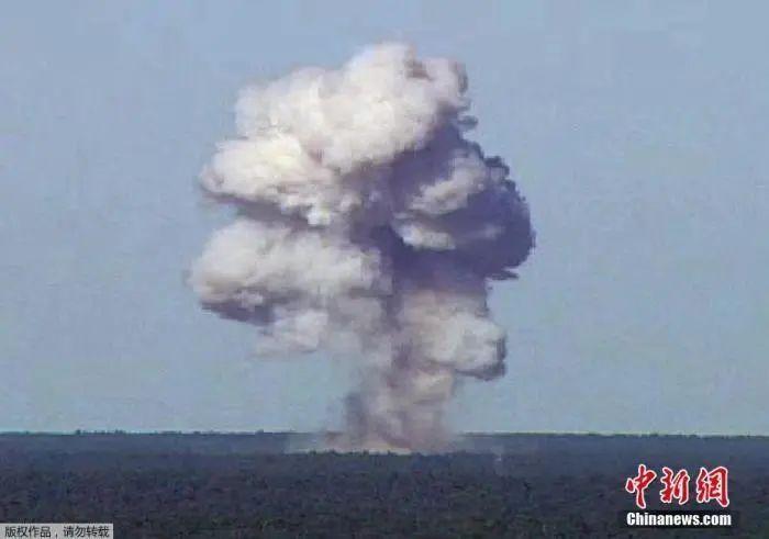 """资料图:2017年4月14日消息,美军在阿富汗投下""""炸弹之母"""",威力仅次于原子弹。"""