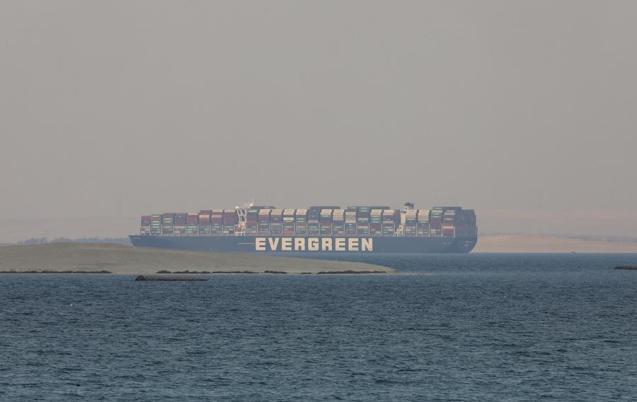苏伊士运河航道恢复通行已有超100艘船只通过