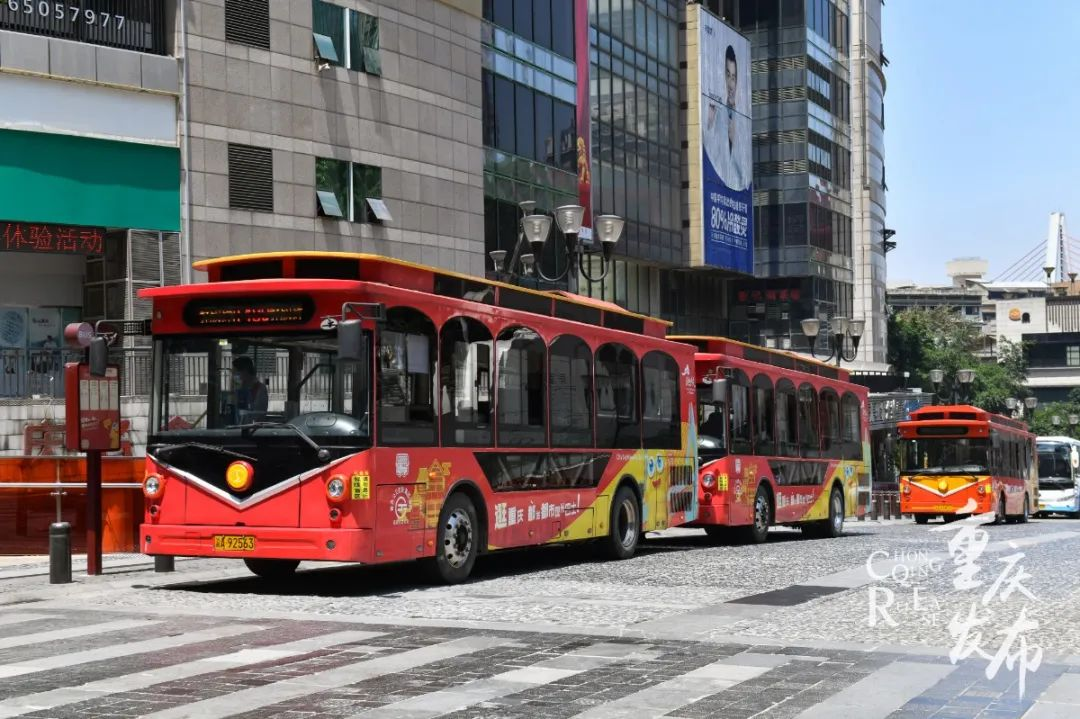 位于渝中区解放碑的重庆都市观光巴士起点站 邹乐 摄