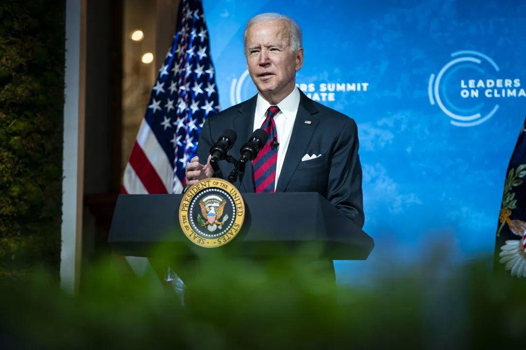 """当地时间2021年4月22日,美国华盛顿,由美国主办的""""领导人气候峰会""""以视频方式举行,美国总统拜登发表讲话。图/IC Photo"""
