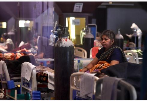 印度日增新冠确诊超38万例再现新高,累计超1876万例
