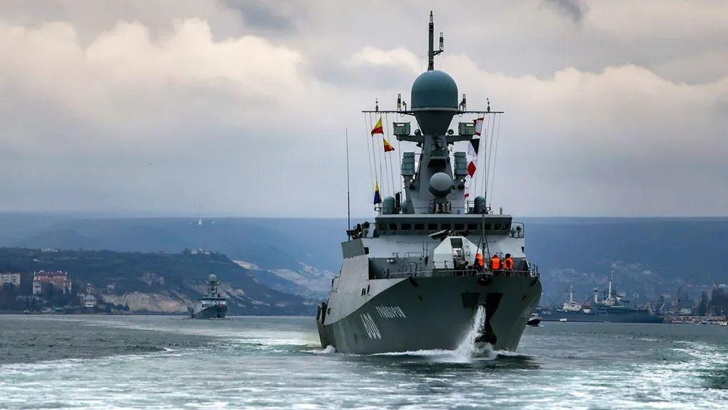 俄海军在黑海进行实弹演习之际 美巡逻舰也驶入黑海