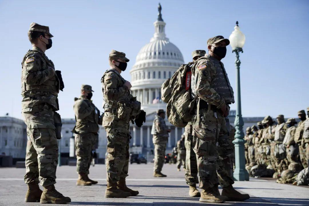▲资料图片:1月14日在美国首都华盛顿特区的国会区域拍摄的美国国民警卫队士兵。(新华社)