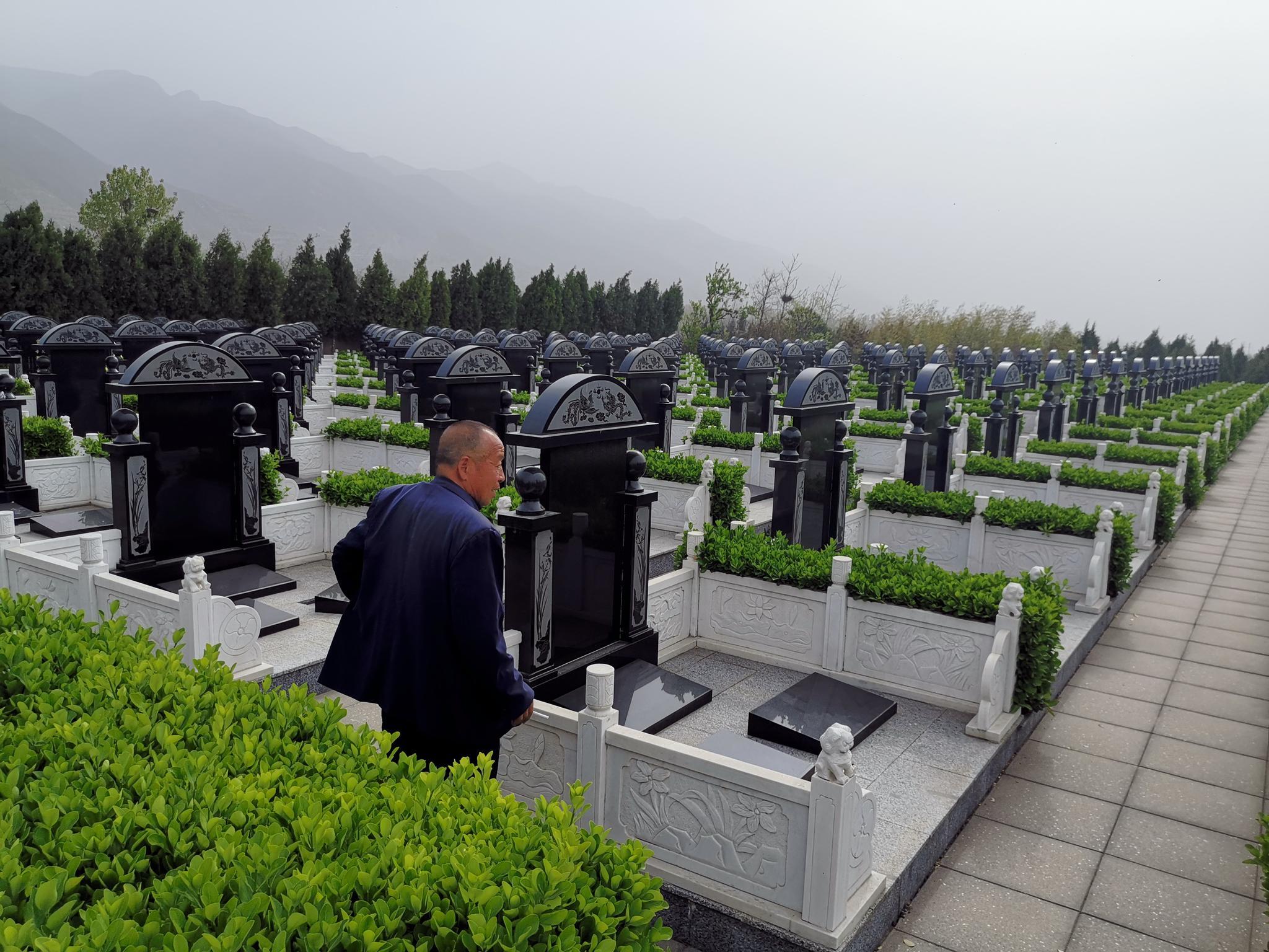 未取得公墓经营许可证的运城市天秀陵园,已售出上万处墓位。新京报记者程亚龙摄