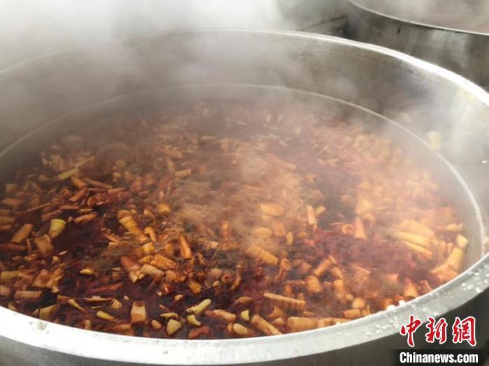 烤制油焖笋。林波 摄