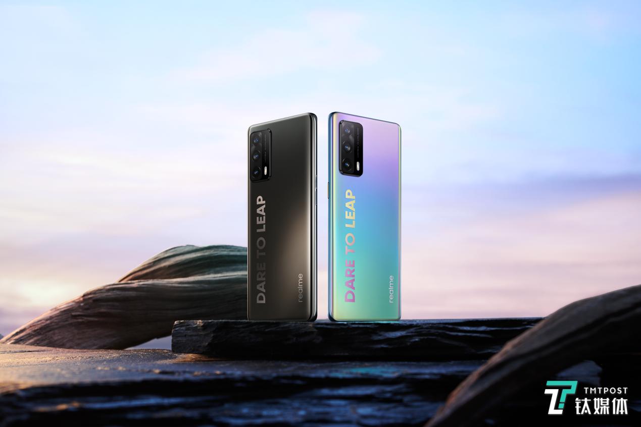 realme真我X7 Pro至尊版正式发布:曲面屏手机售价仅为2299元丨钛快讯