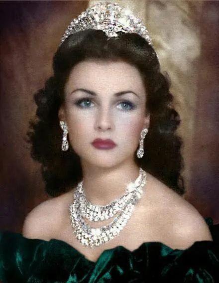 巴列维第一任妻子法丝亚·福阿德
