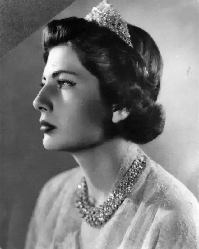 巴列维第二任妻子索拉娅·埃斯凡迪亚里