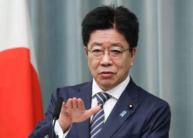 出席11日记者招待会的加藤胜信(日本首相官邸网站)
