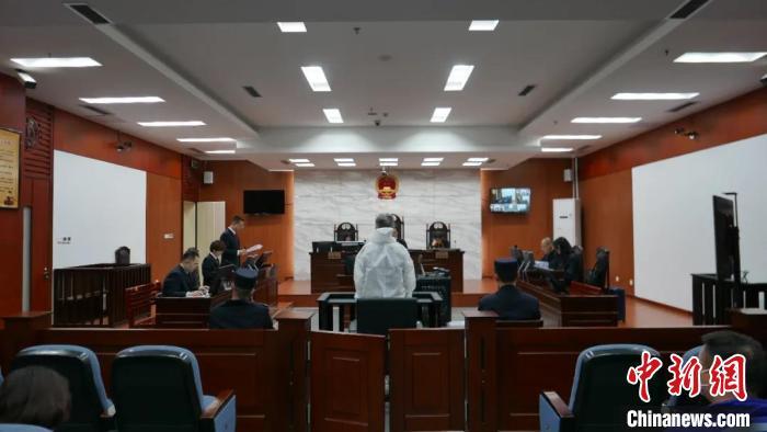 被控受贿超4亿 银监会内蒙古监管局原局长薛纪宁受审
