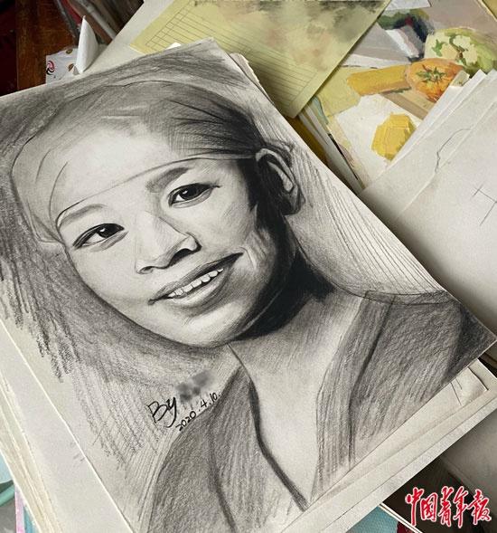 徐浩宇生前画的抗疫一线医护人员肖像。中青报·中青网记者王景烁/摄