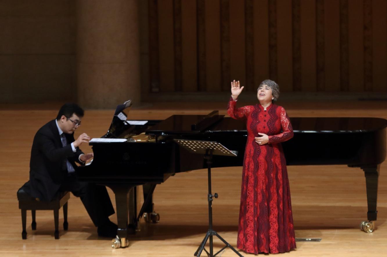 """""""中国的夜莺""""飞回来了,花腔女高音迪里拜尔5月底在上海登台献唱"""