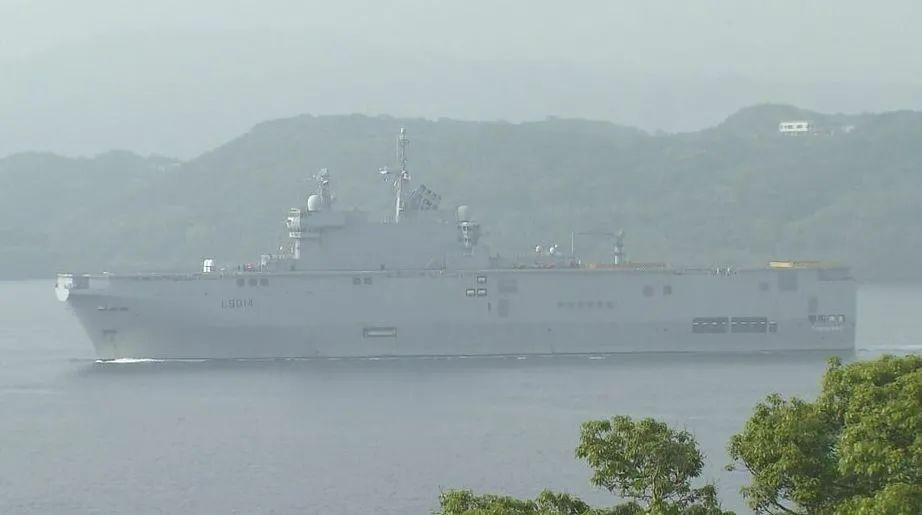 ▲参加军演的法国舰船在日本佐世保港。(雅虎日本网站)