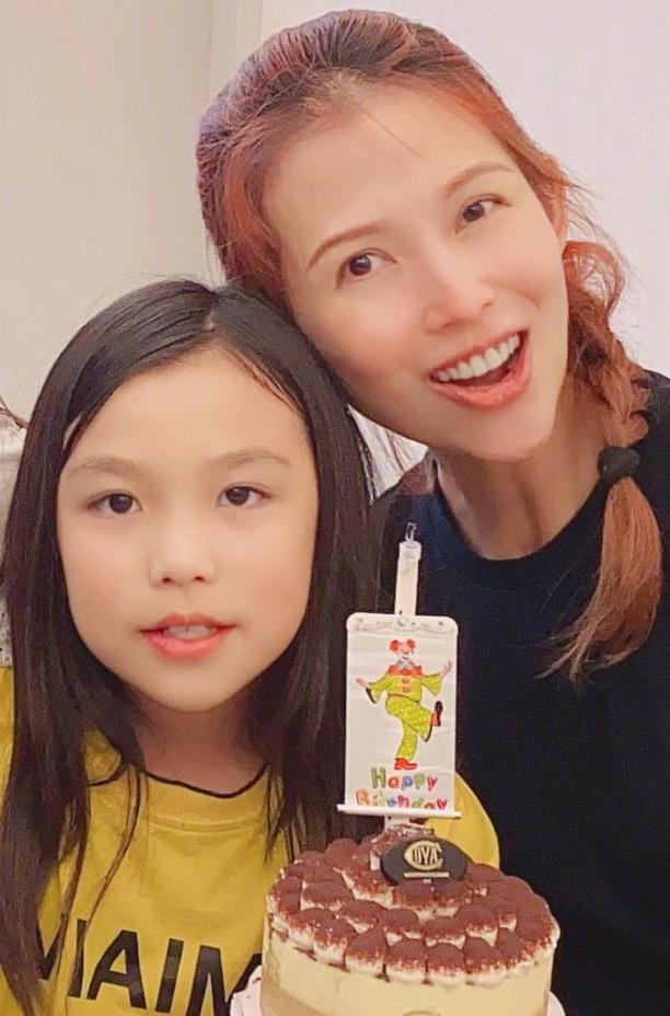 蔡少芬张晋为长女庆生 10岁女儿汤圆亭亭玉立