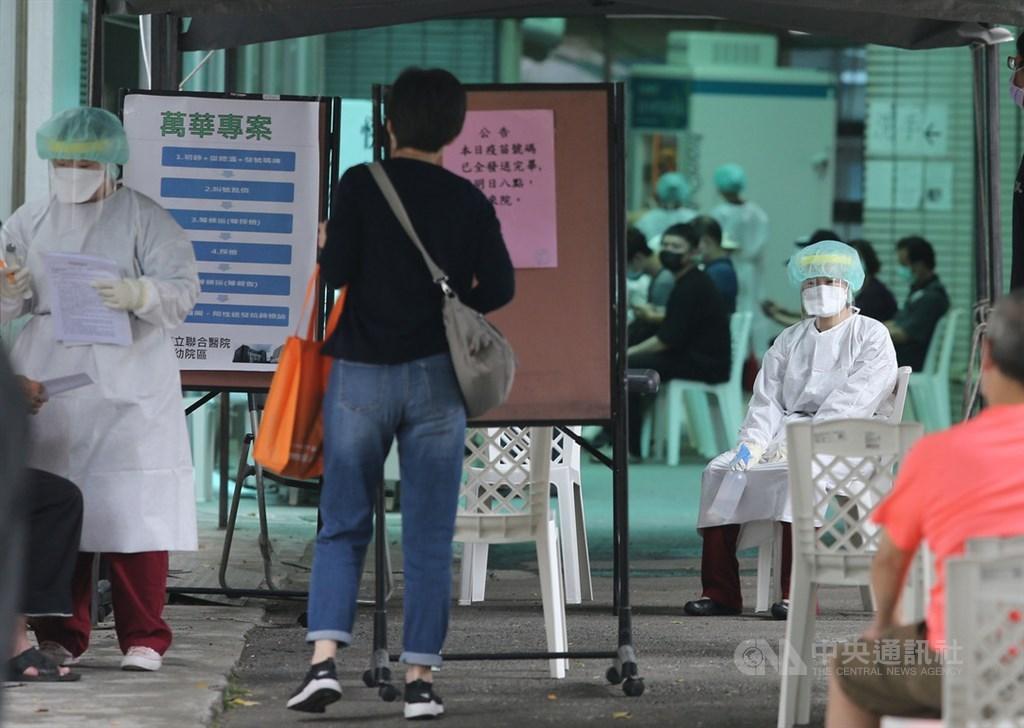"""陈时中""""松口""""宣称等大陆申请就可讨论疫苗入台,岛内网友听不下去:要不要脸啊?"""