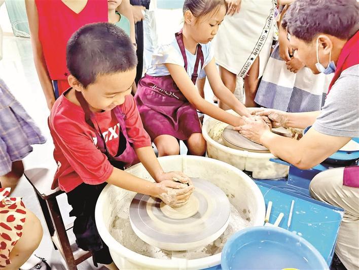 深圳(宝安)劳务工博物馆龙泉青瓷技艺体验活动受热捧