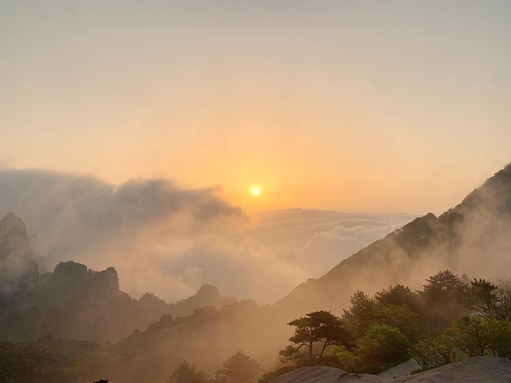 黄山之巅,日出。安徽黄山风景区党工委宣传部供图(方玮 摄)