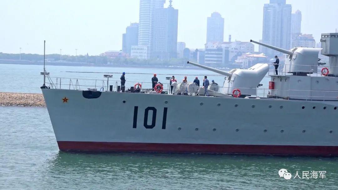 """国家一级文物101号""""鞍山舰""""坞修完毕,返回海军博物馆1号码头"""