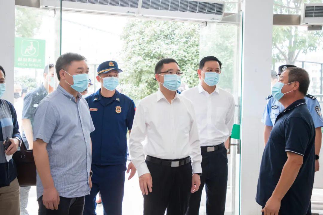 李雄伟在检查防汛和平安建设工作时强调:以数字化改革精准赋能安全生产监管