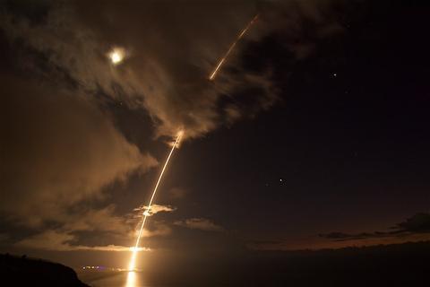 """美""""宙斯盾""""防御系统测试失败 未击中中程弹道导弹"""