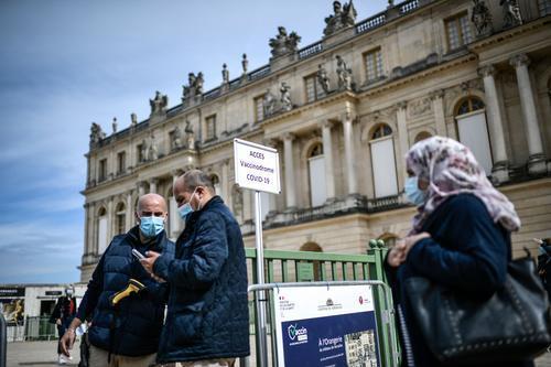 法国人把疫苗接种点设在了凡尔赛宫