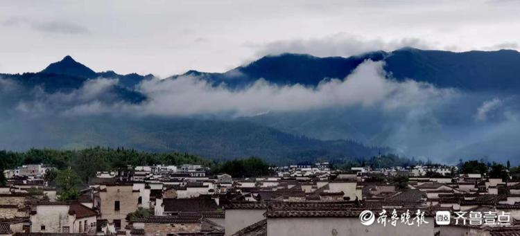 在宏村民居楼顶的观景平台,看宏村全貌